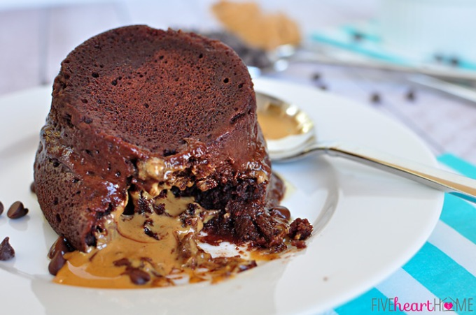 one-minute-chocolate-peanut-butter-mug-cake_700pxcake